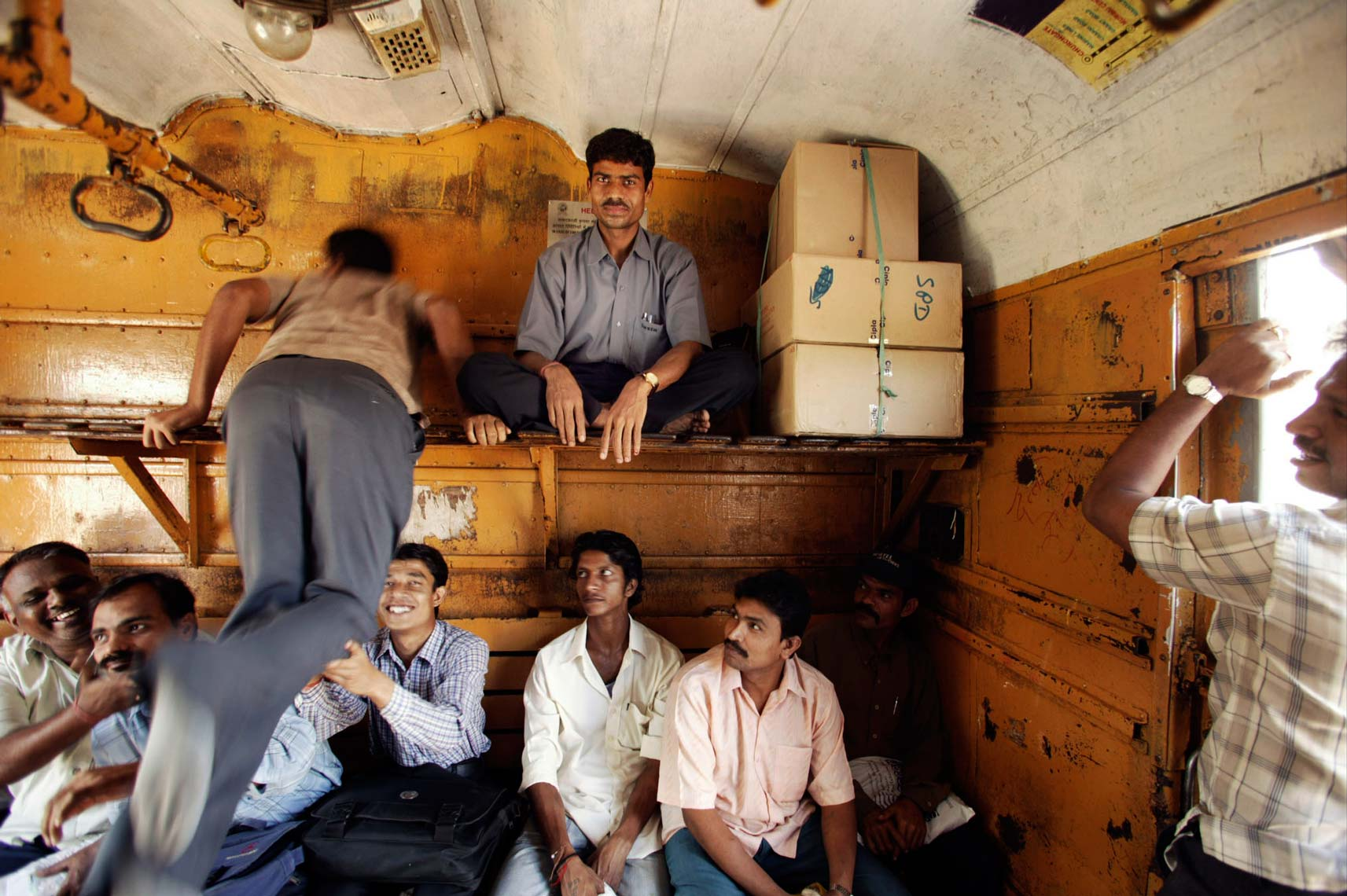 mumbai_trains1561.jpg