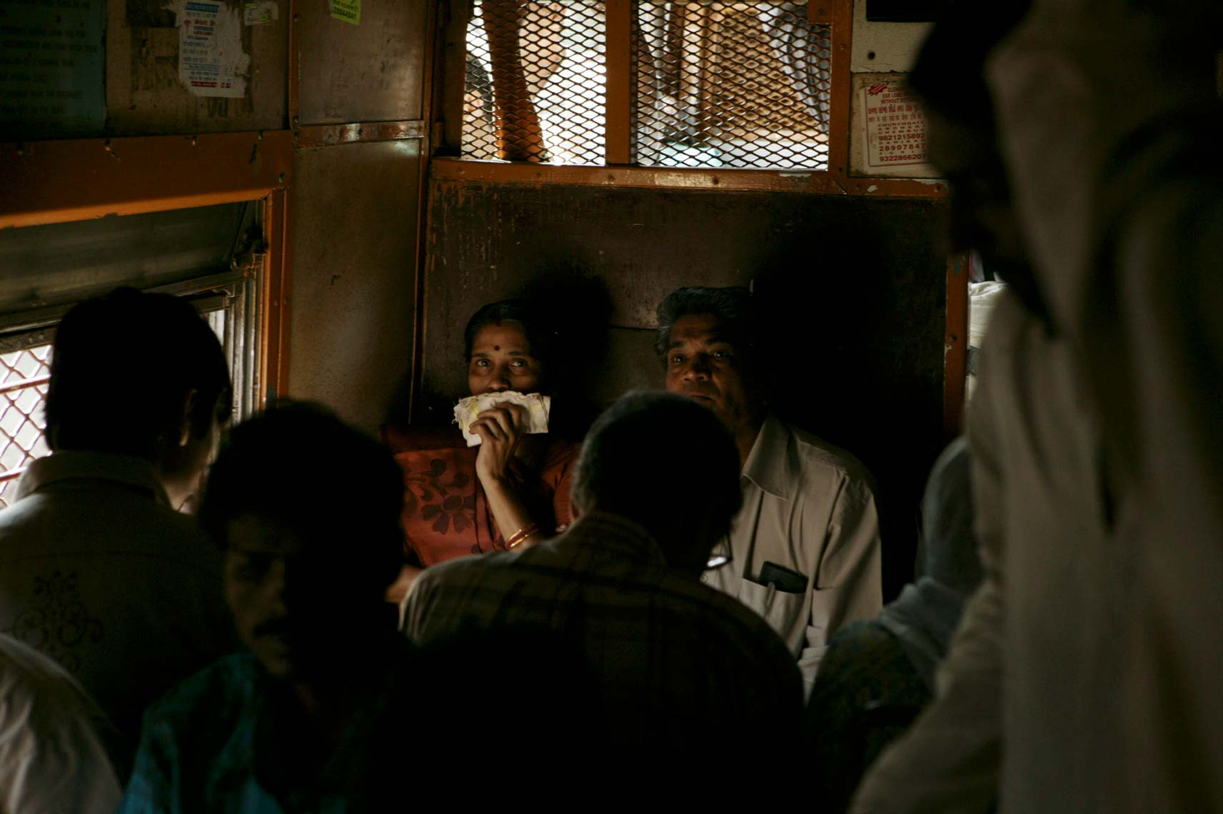mumbai_trains435.jpg