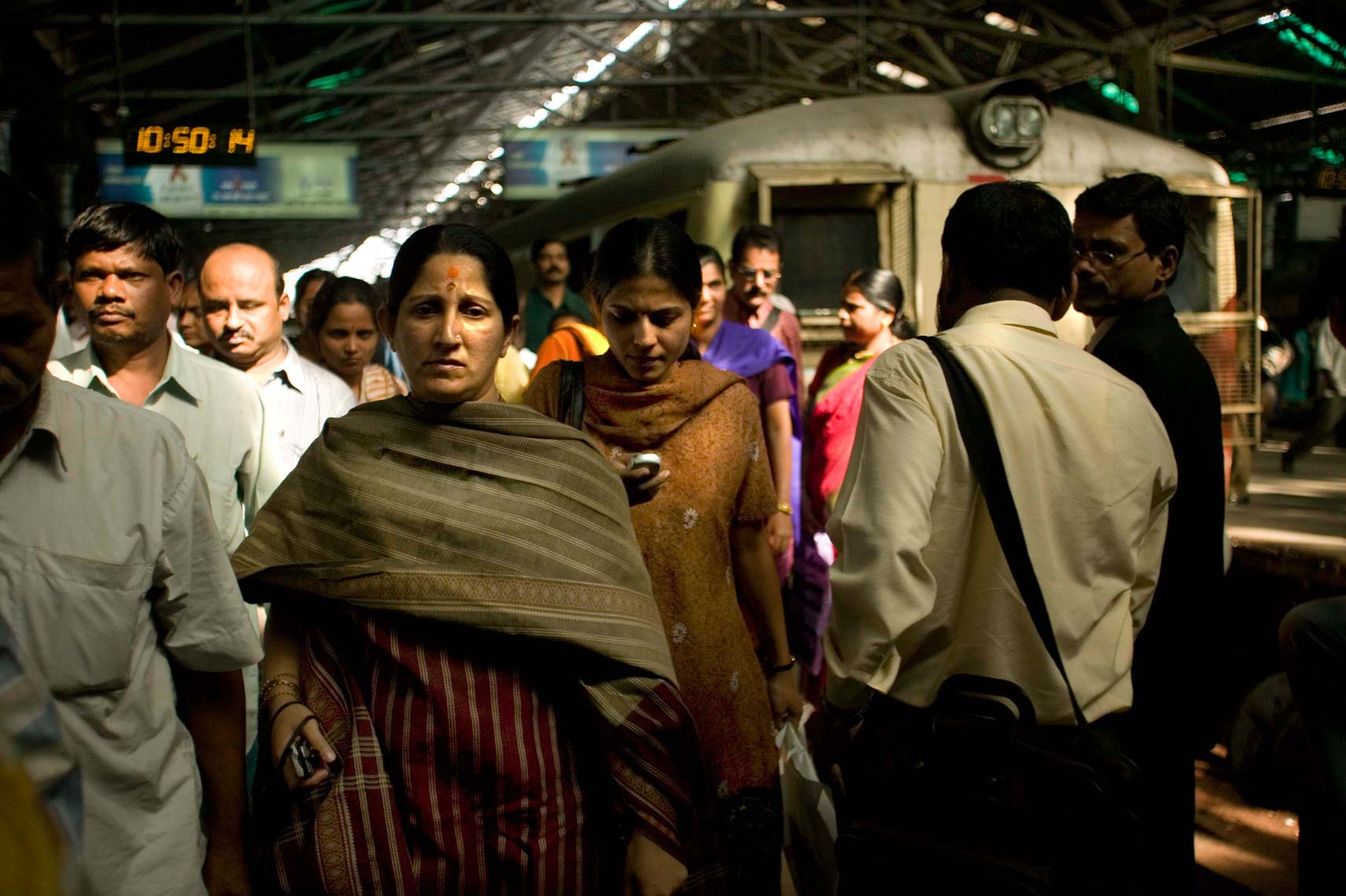 mumbai_trains564.jpg