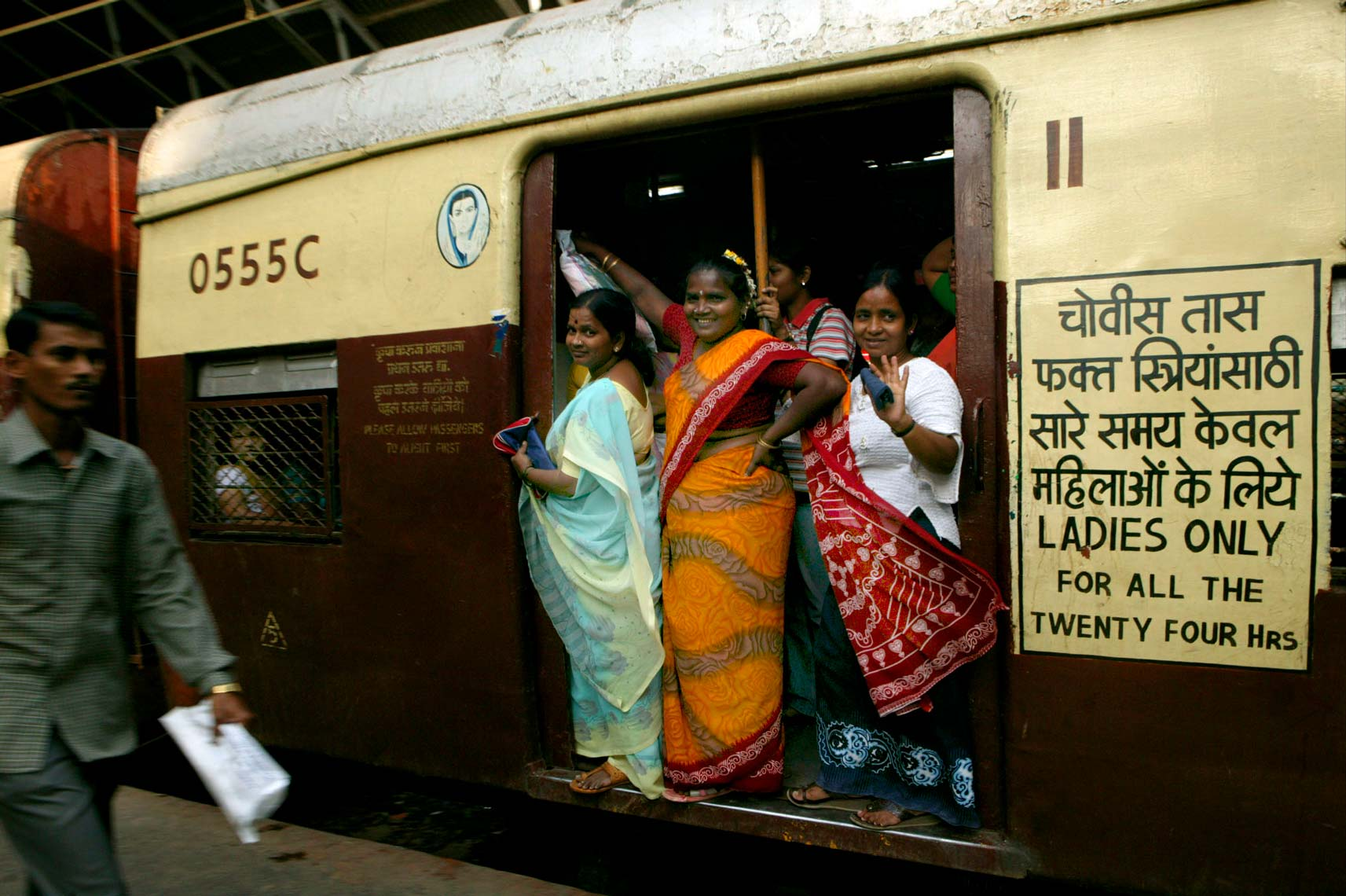 mumbai_trains65.jpg