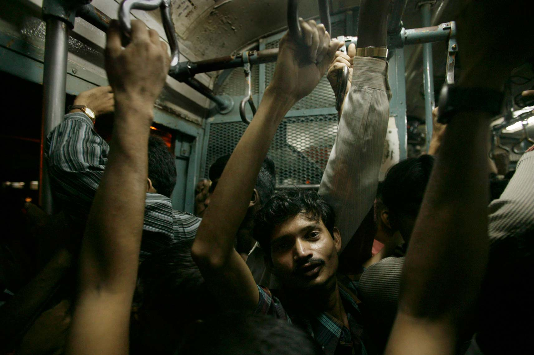 mumbai_trains983.jpg